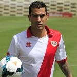 GRA145 MADRID (ESPAÑA) 10/7/2013 El delantero mexicano Nery Alberto Castillo, procedente del Pachuca y del Club León, posa durante su presentación como nuevo jugador del Rayo Vallecano hoy, 10 de julio de 2013. EFE/Víctor Lerena ORG XMIT: GRA145